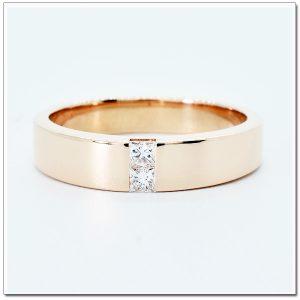 แหวน 18K pink gold ฝังเพชรสี่เหลี่ยม