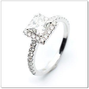 แหวนเพชรสี่เหลี่ยม Princess cut