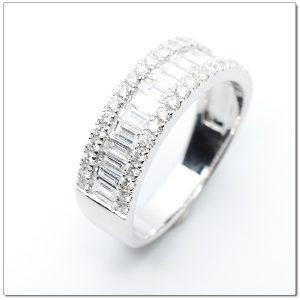 แหวนเพชรแฟนซี แหวนเพชรสี่เหลี่ยมยาว